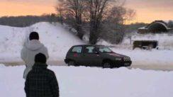Daihatsu Charade 4WD Drift on Snow